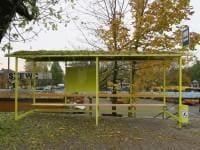przystanki z ławkami drewnianymi